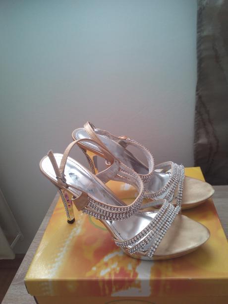 Zlaté sandálky s kamienkami, 40