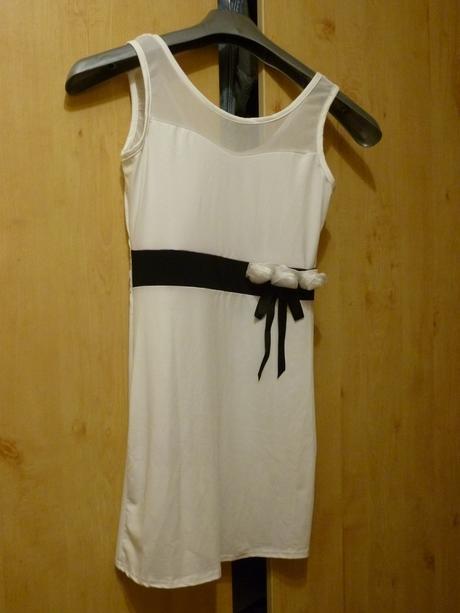 Bílé šaty (pro družičku), 152