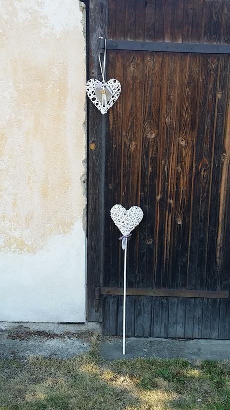 Dvě proutěná srdce,