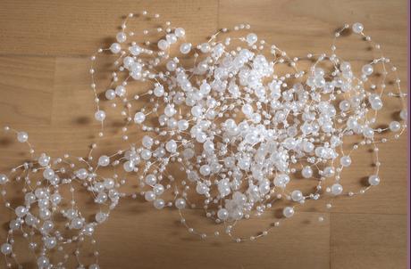svadobná dekorácia-koráliky s bielymi perličkami,