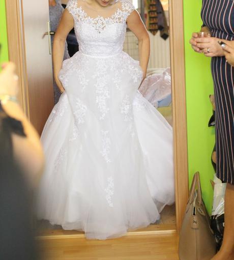 Krajkové svatební šaty , 36