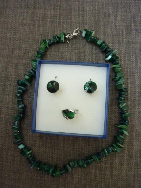 Sada - náušnice, prsteň a náhrdelník,