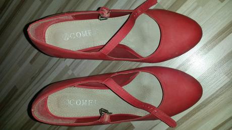 Cervene topanky., 39