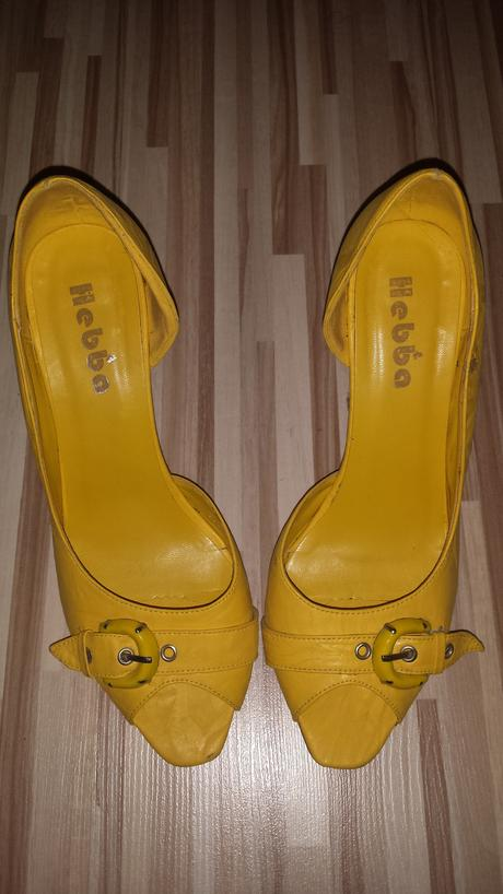 Žlté poltopánky, 39