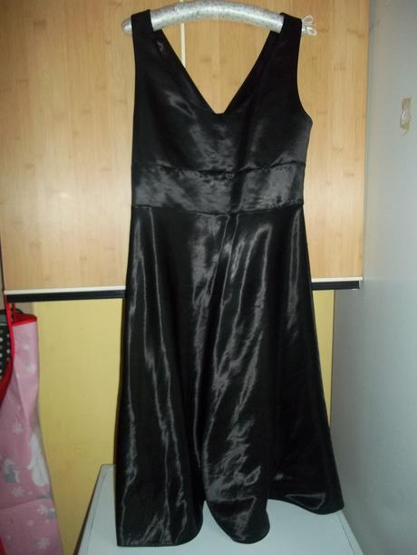 1x oblečené šaty v top stave, 40