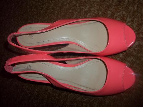 Nenosené topánočky, 42