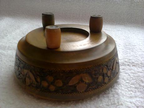 retro drevená tepaná miska,