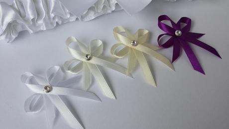 Bílá mašle na zrcátka/kliky fialová květinka vel.S,