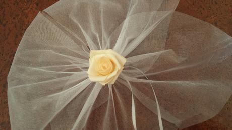 Bílá mašle na zrcátka lososová květinka vel. L,