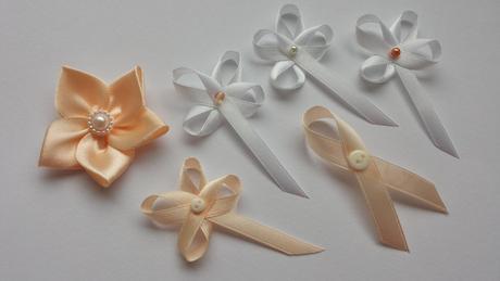 Bílá mašle na zrcátka oranžová květinka vel.M,