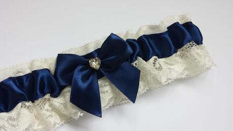 Bílá mašle na zrcátka tmavě modrá květinka vel.M,