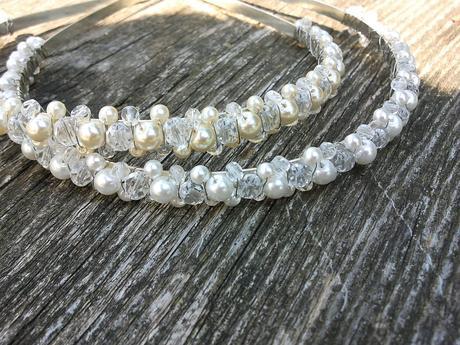 Bílorůžový náhrdelník,