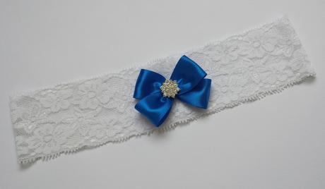 Bílý krajkový podvazek s tmavě modrou mašličkou, 44