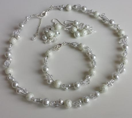 Bílý perličkový svatební hřebínek -  malý,