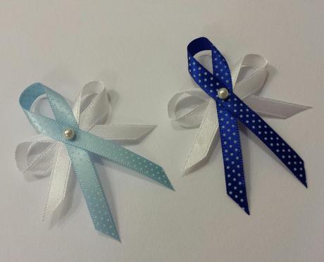 Bílý šifonovy podvazek s modrou mašlí s puntíky, 42