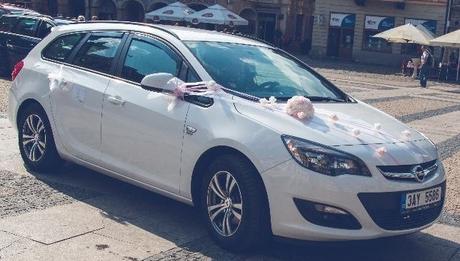 Buket na svatební auto bílá a růžová,