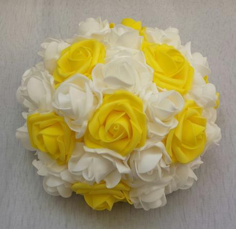 Buket na svatební auto bílá a žlutá,
