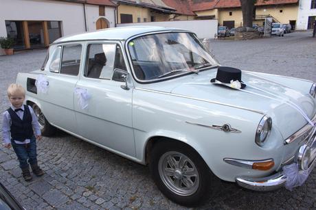 Buket na svatební auto bílá+meruňková+mentolová,