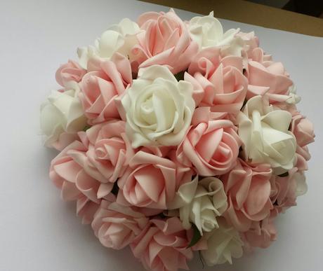 Buket na svatební auto růžová s troškou bílé,