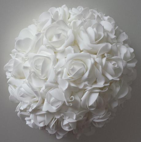 Buket na svatební auto v barvě bílé,