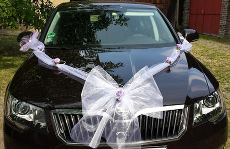 Buket na svatební auto v barvě lila,