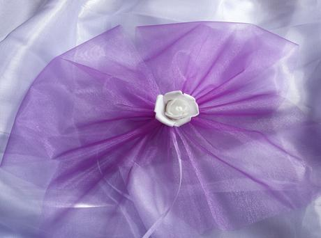 Fialový polštářek pod prstýnky s lila květinkou,