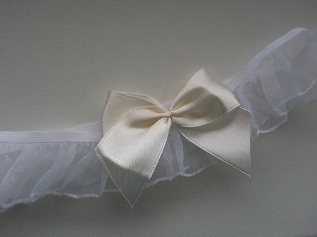 Ivory podvazek simple bow II, 40