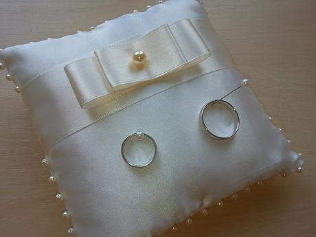 Ivory polštářek pod prstýnky s mašlí,