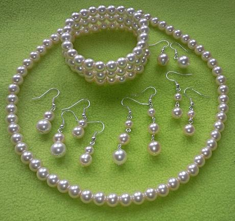Jednoduchý barevný plesový/svatební náhrdelník,