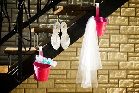 Klipy na boty pro nevěstu - lila kvítek,