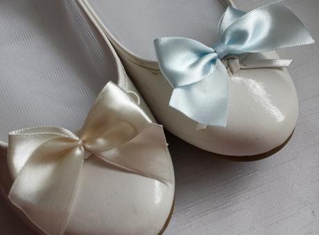 Klipy na boty pro nevěstu s fialovou mašličkou,