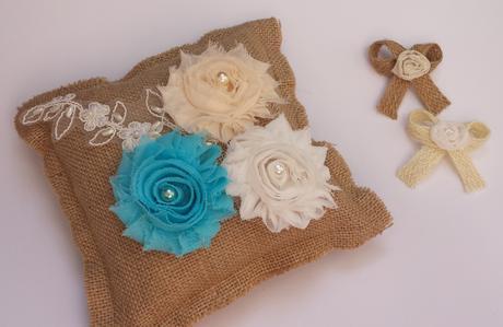 Klipy na boty pro nevěstu s modrou květinkou,