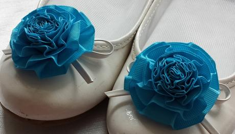Klipy na boty pro nevěstu s tyrkysovou květinkou,