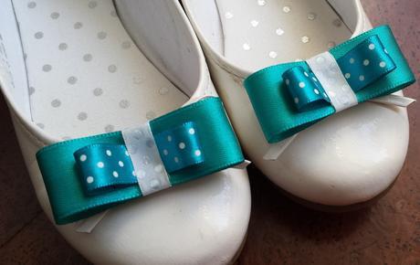 Klipy na boty pro nevěstu s tyrkysovou mašličkou,