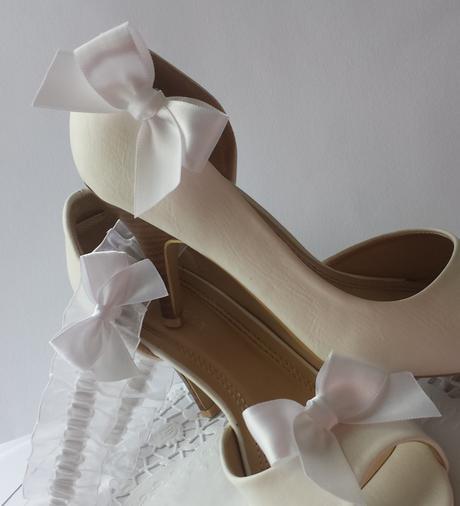 Klipy na boty s bílou mašličkou ,