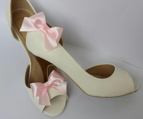 Klipy na boty se starorůžovou mašličkou,