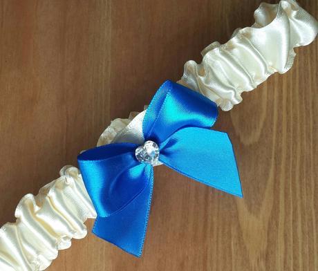 Krajkový bílo/modrý SW podvazek, 40