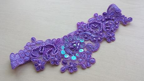 Krajkový luxusní fialový podvazek, 42