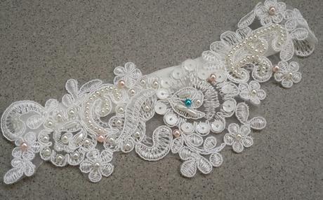 Krajkový luxusní ivory podvazek sv. růžové perly, 42