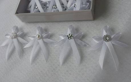 Královské vývazky s perleťovou brožičkou,