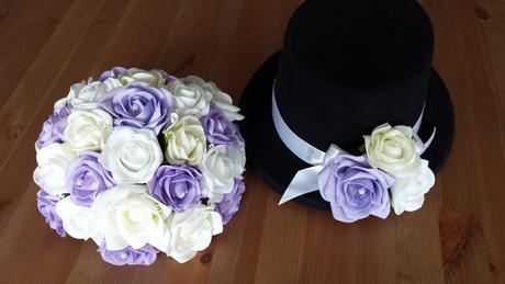 Lila svatební polštářek s krajkou,