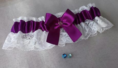 Luxusní fialový podvazek se SW kamínkem, 38