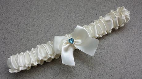Luxusní ivory/bílý podvazek s mašličkou, 42