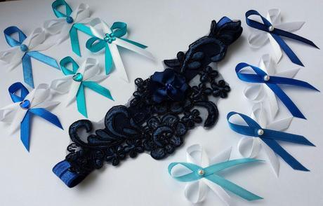 Námořnicky modrý polštářek s kanzashi,