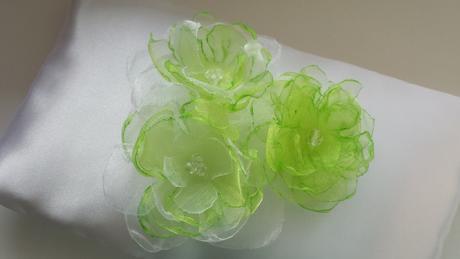 Polštářek pod prstýnky s jarně zelenkavou mašlí,