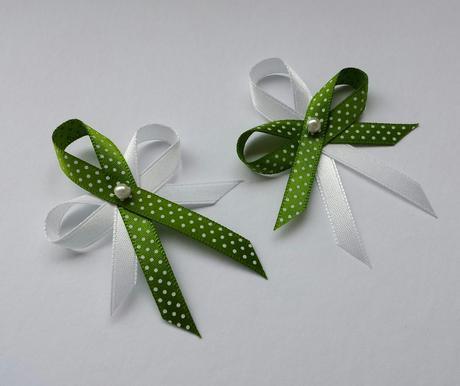 Puntíkaté zelené vývazky,