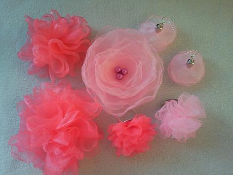 Růžovofialová kytička pro družičku,