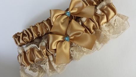 Svatební zlatý podvazek se SW srdcem, 42