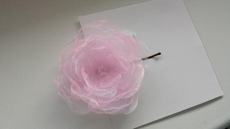 Vélká RŮŽOVO-BÍLÁ kytička pro nevěstu do vlasů,