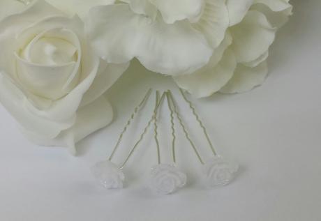 Vlásenka s bílou růžičkou,